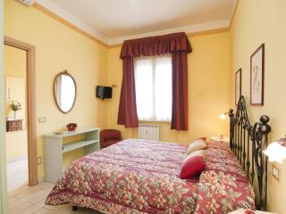 Rome, near to the Vatican, lovely 2 bedroom apt.