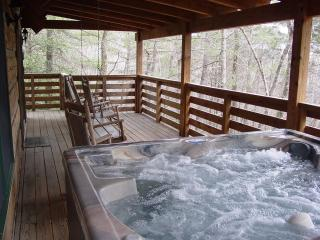 Secluded Creek Setting/WiFi/Hot Tub/Fire Pit/Boone-15 min- Available Christmas!
