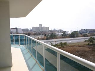 Close to the golf and the Beach   Luxury Condo w, Ocean City
