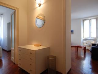 Comfy flat steps from Milan shopping area