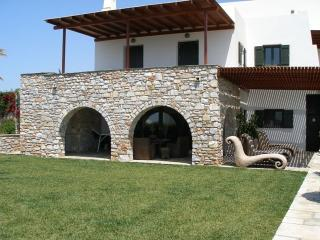 Paros Paradise Private villa on Paros, villa to let on Paros Island Greece, Parikia villa rental, holiday on Paros