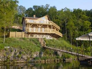 Poco Risco's Lakefront Log Home Rentals - Lake of the OZARKS