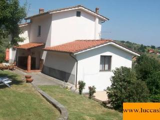CICLAMINO house, LUCCA, TUSCANY : garden, Pool & Stunning views, WIFI area