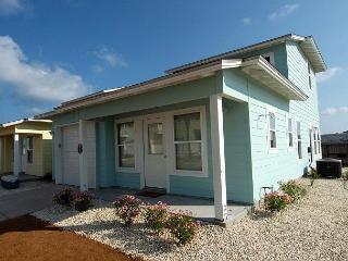 Super Cute Casita offer 3 bedroom / 2 baths and 2 community pools!, Port Aransas
