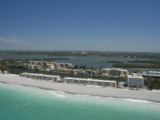 BEACHFRONT 1BR CONDO @ FISHERMAN'S COVE -GROUND FL, Siesta Key