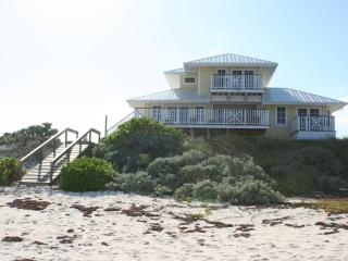 NEW LUXURY OCEANFRONT HOME - PRIVATE BEACH & DOCK, Hope Town