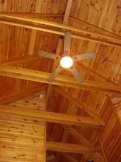 www.blueridgeparkwaycabinrentals.com 48\' cathedral ceilling, post and beam construction