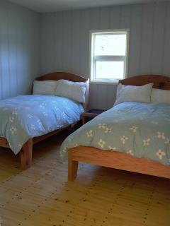 Cassiar Cannery - Sockeye House - middle bedroom