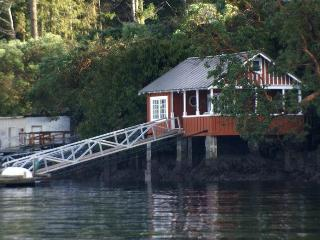 Boathouse B&B and Vacation Rental