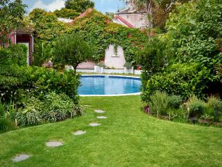Clifton Mews beaut self contained apart with pool