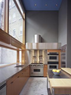 Professional, fully stocked kitchen.  Architecture: Shim-Sutcliffe.