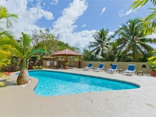 PRIVATE CUSTOM HOME & POOL, BEACH & RESTAURANTS