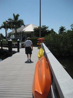 All kids of boats, kayaks, canoes, row boats, fishing boats and cruisers are for rent in the area.