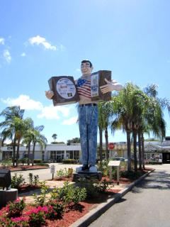 Cape Coral down town shopping is just one of your many choices for shopping.