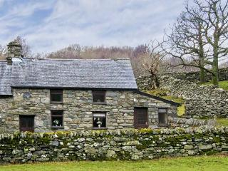Y BWTHYN, pet friendly, character holiday cottage, with a garden in Llanbedr, Ref 5228