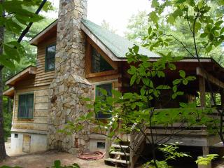 Honeymoon/Hot Tub/WiFi/Hiking/Fire Pit- Christmas Tree Package or Winter Rates, Boone