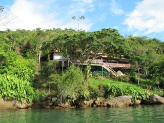 Casa Cairucu a stunning villa nr Paraty & beaches, Parati