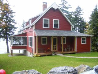Day Cottage --Ocean Front -- 20 min to Acadia, Trenton