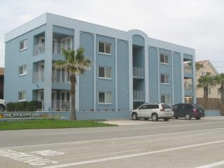 Nice 2BR Condo,Ocean View,Steps fr Beach,Pool,WiFi