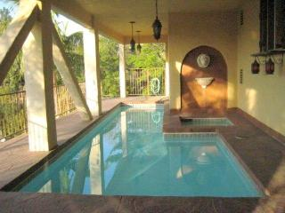 Hollywood Hills Beautiful 4 bedrooms 3 1/2 Bathroom House with Pool & View (3516), Los Angeles