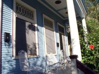 Jazz Fest ~ Lovely, Historic New Orleans 1 BR, Sleep 4, Streetcar 3 Blocks