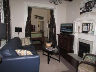 Christmas~New Yrs~Sugar Bowl Open! Historic Uptown New Orleans 2BR/2BA, Sleeps 6
