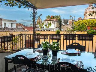Perfect Terrace-Views-Piazza Navona-Campo Fiori Desirable Area - Danza Apartment, Roma