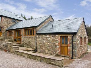 THE BYRE, romantic, luxury holiday cottage, with a garden in Llanddewi Skirrid,