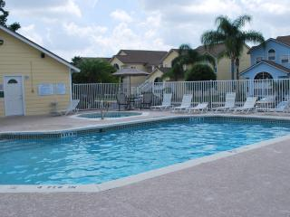 A Spacious Condo with Deluxe Decor at Island Club, Kissimmee