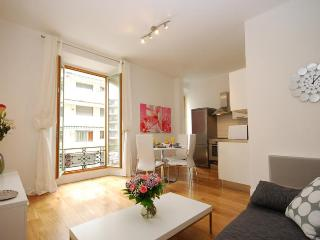 Stunning 2 Bedroom Apartment, Perfectly Located, Nice