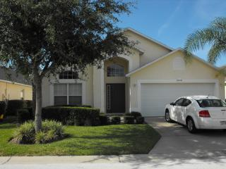 STUNNING FLORIDA VILLA DISNEY GOLF VIEW WIFI WITH 5* REVIEWS AND GREAT VALUE, Haines City