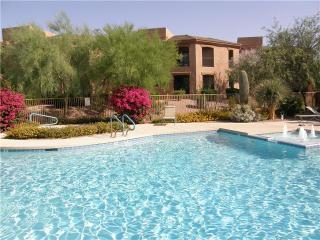 Scottsdale Condo with Mountain Views, nearby golf