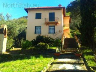 Large holiday villa with pool and seaview, Levanto