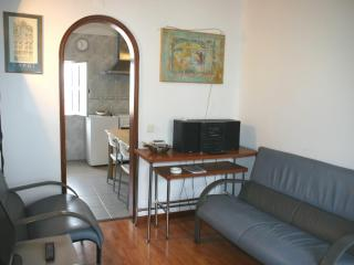 Low cost flat in the most genuine Lisbon quarter
