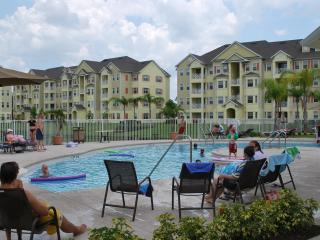 Lakefront Luxury Condominium In Cane Island Resort, Kissimmee