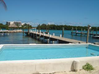 Gulf View Place w/ Dock, Pool, Kayaks, Sandy Shore
