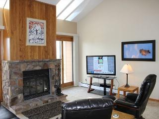 BV402BB Great Condo with Elevator, King Bed, Wifi, Fireplace, Clubhouse, Silverthorne