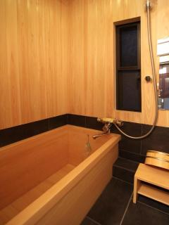 \'Hiniki buro\' or Japanese cypress bath tub
