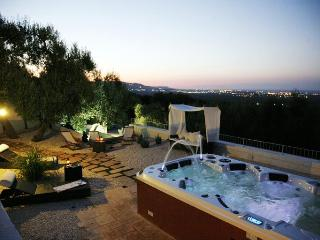 Vigne di Salamina, Jacuzzi and sea views terraces for 6-8 people