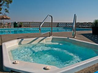 Jacuzzi - Open All Year Round