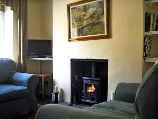 FAENOL, pet friendly, country holiday cottage, with a garden in Llan