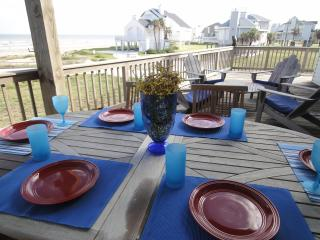30 Steps to Beach, Sleep 15, 8 Rooms w Beach Views, Galveston