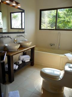 Master bathroom#2 (en suite-2nd floor)