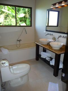 Master bathroom #3 (en-suite)