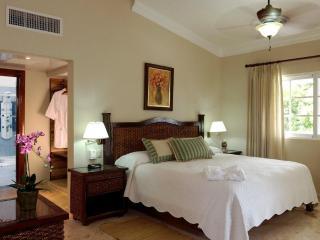 Each villa bedroom has an adjoining private bath