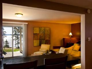 Breakfast Bar overlooking bed/sitting room, Bay of Fundy
