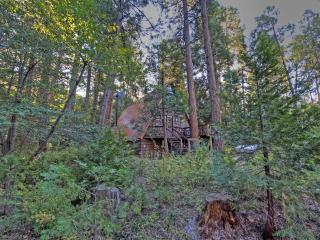 Idyllcreek A-Frame Vacation Cabin - Walk to Town!, Idyllwild