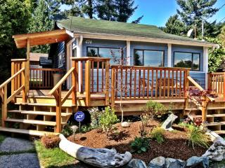 Sunshine Coast Cottage = Amazing Gibsons Location!