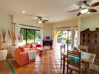 Casita - Living & Dining Area