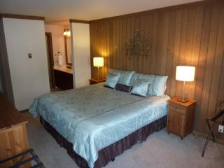 Updated & Roomy, HDTVs, quiet and comfy, Mammoth Lakes